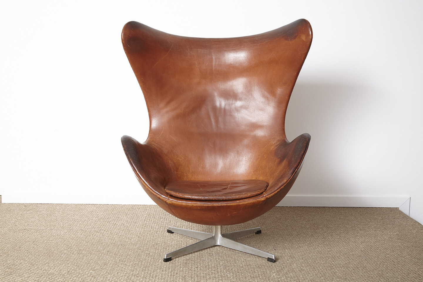 1 arne jacobsen egg chair 1958 axel pairon gallery for Egg chair jacobsen
